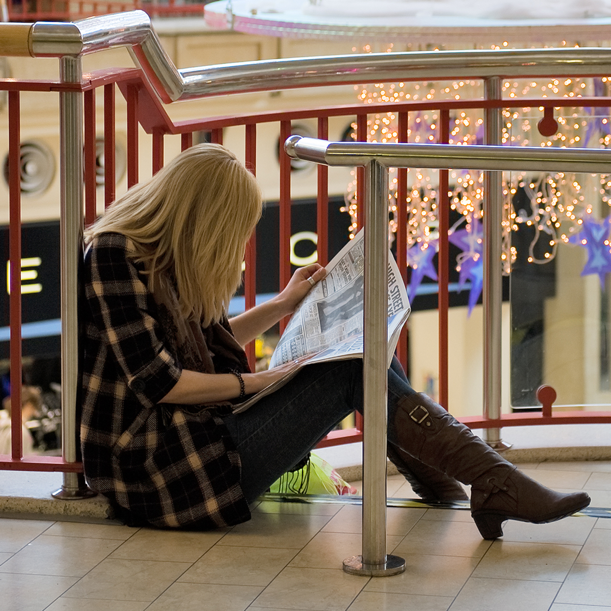 girl-reading-newspaper